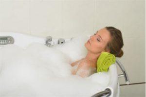 お風呂の女性